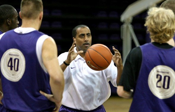 2010 nominee University of Washington head basketball coach Lorenzo Romar gives his team some instuction. (Scott Eklund/Seattle Post-Intelligencer)