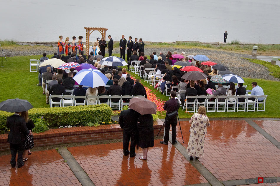 The Bride And Groom At Alter During A Rainy Ceremony Semiahmoo Resort In Blaine