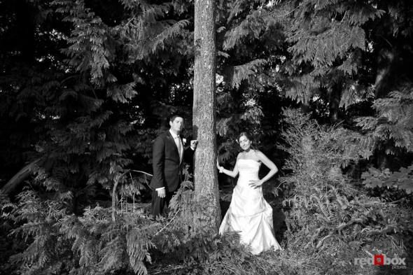 Outside the Plateau Club, bride Nadine and groom Brian pose for a photo in Sammamish, WA. (Photo by Dan DeLong/Red Box Pictures)