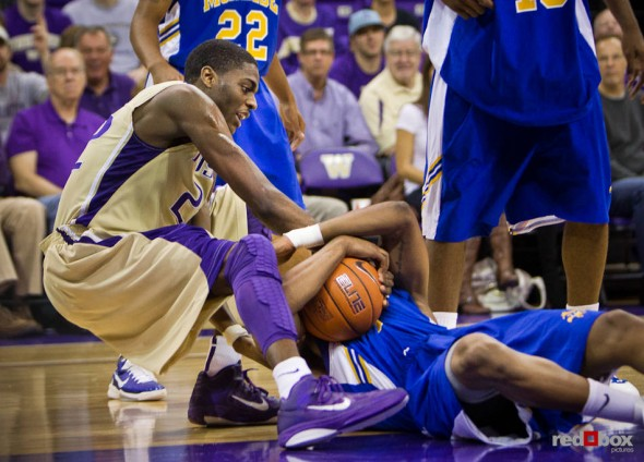 Washington Huskies' Justin Holiday battles for a loose ball against the McNeese State Cowboys during the men's basketball season opener at UW's Hec Edmundson Pavilion. (Photo by Dan DeLong/Red Box Pictures)