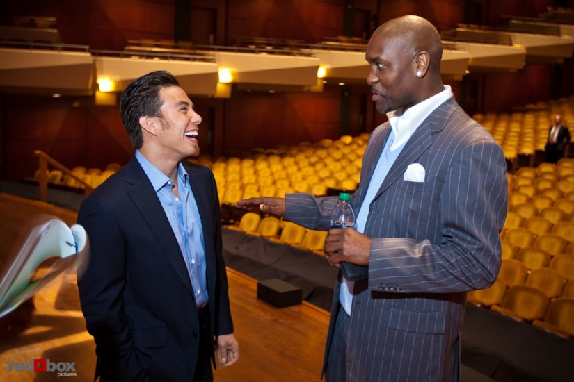apolo-ohno-gary-payton-talking-photo.jpg