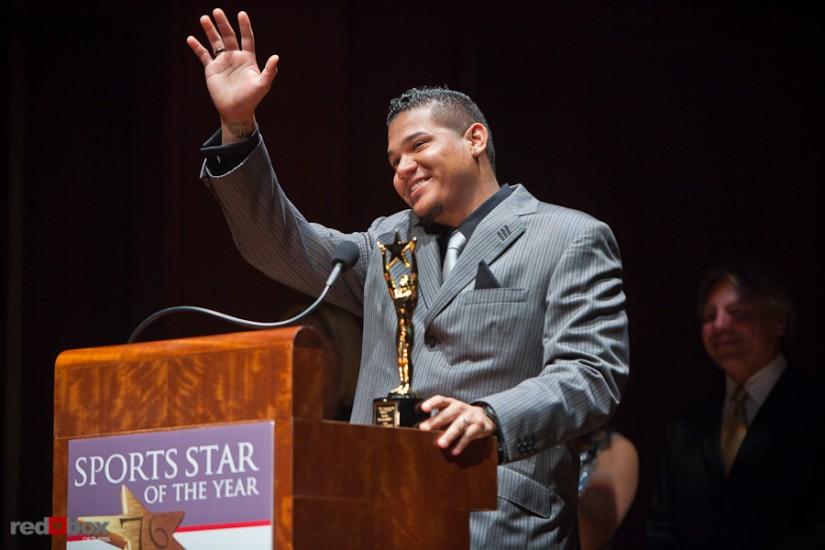 felix-hernandez-award-waving-photo.jpg