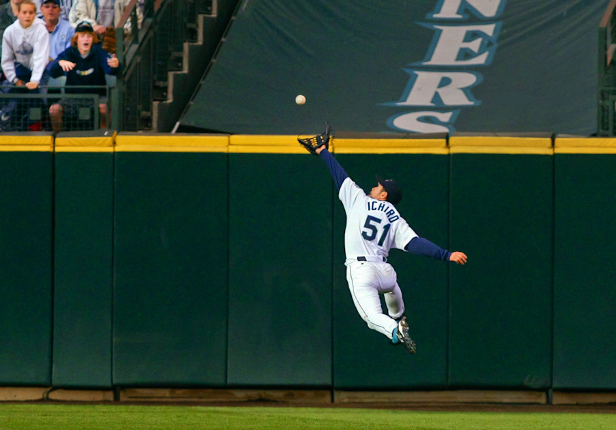 Seattle Mariners Ichiro Suzuki amazing catch (Photography by Scott Eklund Red Box Pictures)
