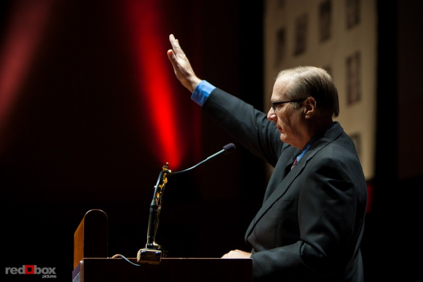 paul-allen-photo-award-waving.jpg